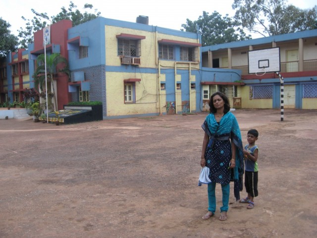 На фоне родной школы