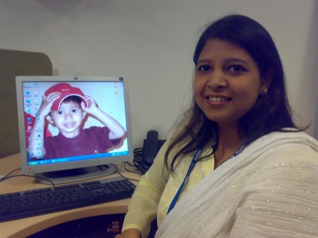 Саида с фотографией своего сыночка