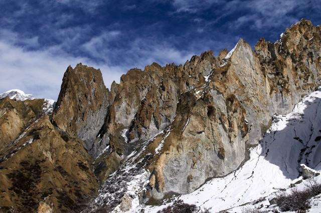 Скалы близ Мананга