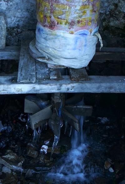 Молитвенный барабан на водной тяге