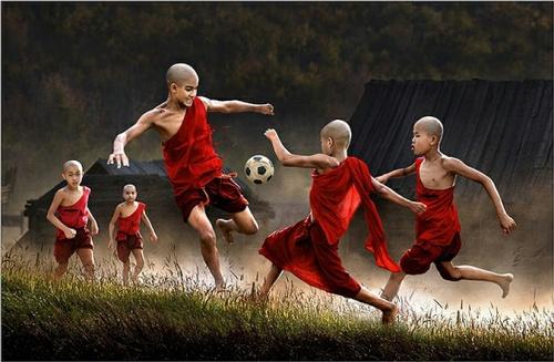 В номинации «Мир в движении» 2-е место заняла фотография «Гол», высланная из Гонконга. Автор Yim Shui Kee Janet.