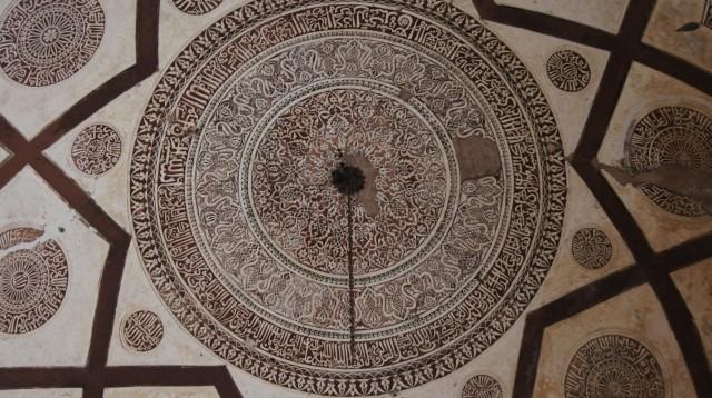 В гробнице Фероз-Шаха -1
