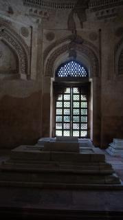 В гробнице Фероз-Шаха - 2