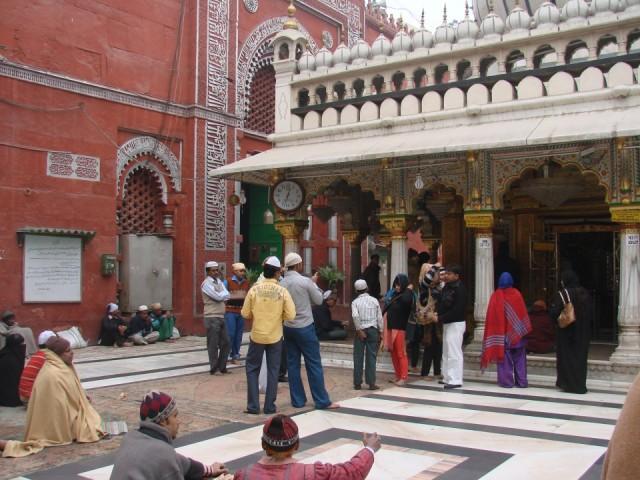 площадь перед мечетью