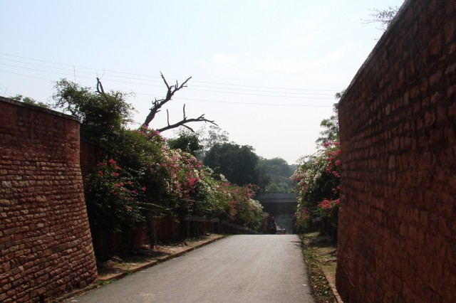 дорога на выход через западные ворота