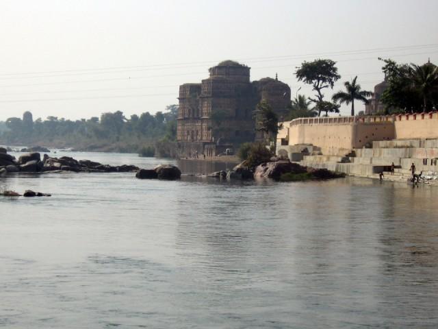 храм Чатрис на реке Бетва