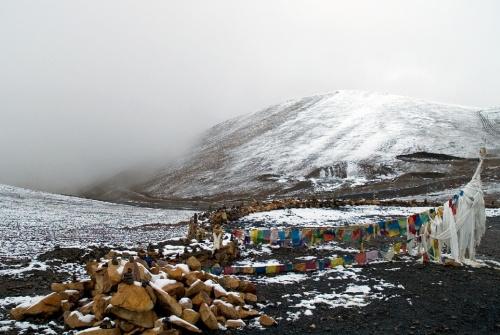 Типичная картина, внизу все цветет и зеленеет - 1000 метров вверх - снег...