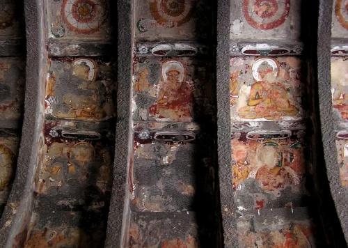 Тысяча Будд. Роспись на арке.