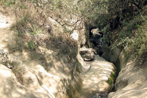 Иногда стены каньона смыкаются