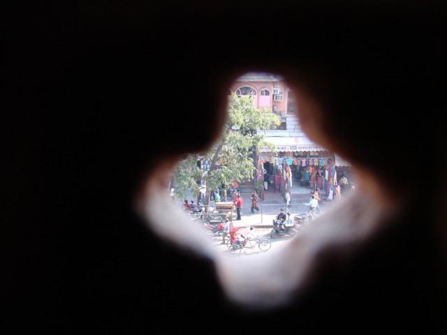 Смотрю в дырочку в Джайпуре