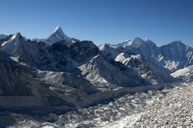 Вид на Амадаблам и ледник Кумбху