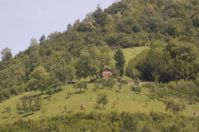 С виду обычный стог сена, а на самом деле - уже румынский