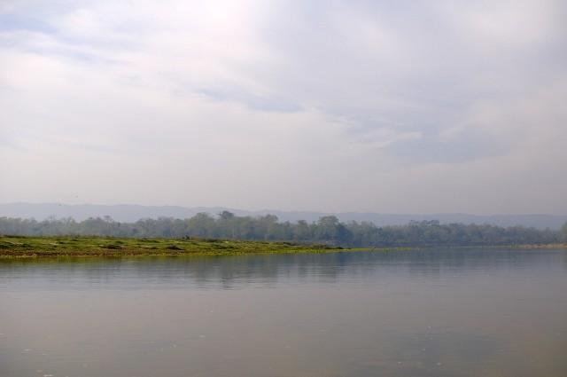 Река течет