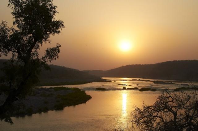 Место слияния Нармады и Кавери - Сангам