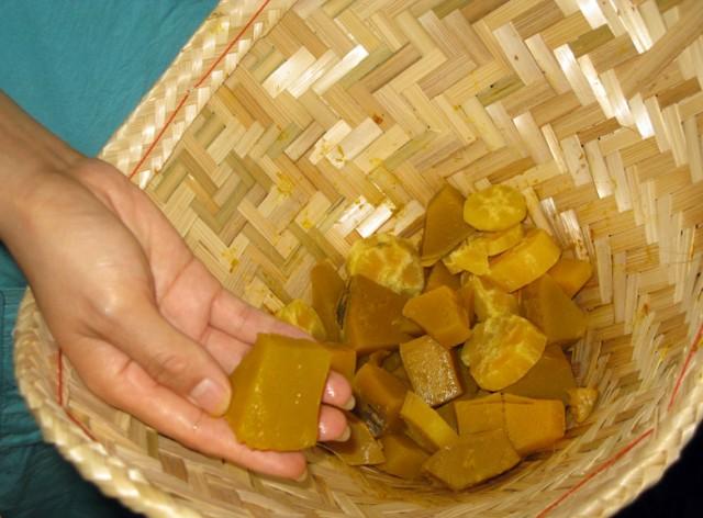 Кусочки тыквы и сладкого картофеля, приготовленные на парУ
