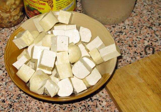Тофу превращаем в кубики