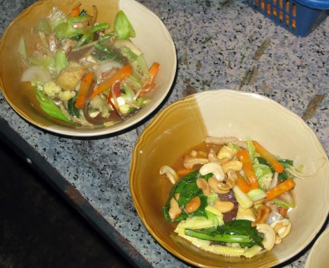 Жареные овощи с имбирем (вверху) и с кешью (внизу)