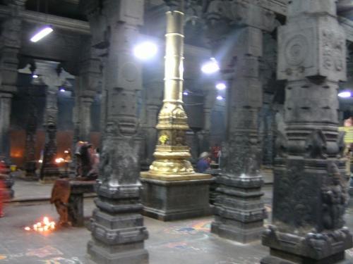 Храм Агни-Лингама впечатляет и внутри и снаружи...