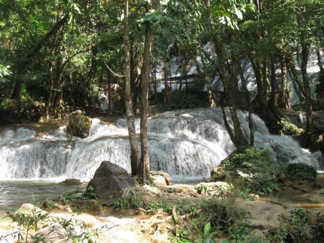 Водопад Пха Тад.