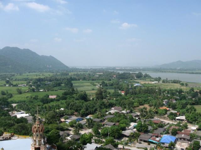 Вид на Канчанбури и окрестности.