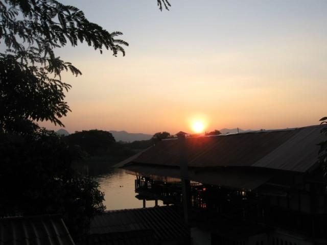 Закат над рекой Квай.
