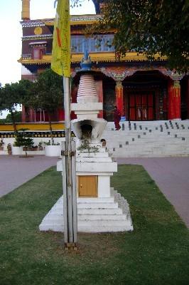 Рядом с главным храмом монастыря