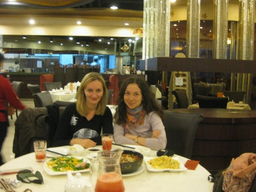 где ж еще встретиться с давней московской подругой, как не в Шанхае