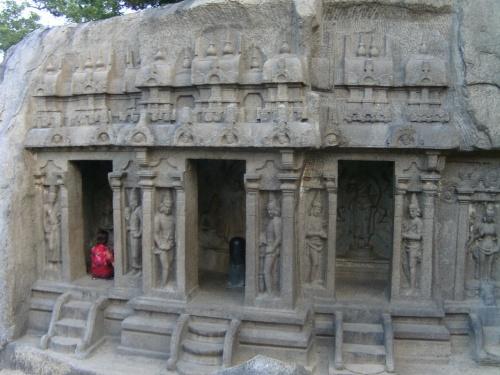 Скальный храм Тримурти