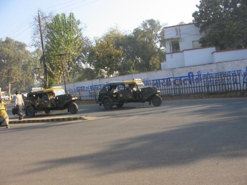 на колесах, рикшевозки-крокодилы из Гвалиора