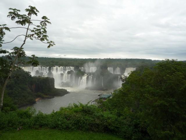 Водопады Игуасу, взгляд из Бразилии в Аргентину. :))