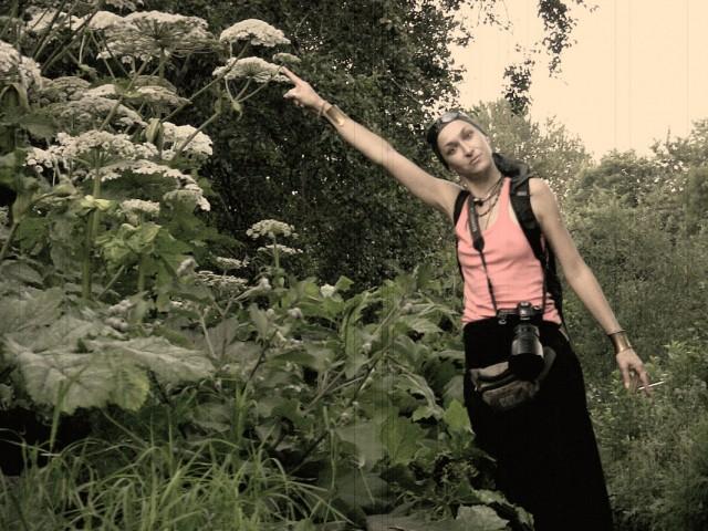 coco и ядовитыи цветочки у кладбища (photos by bigcrow)