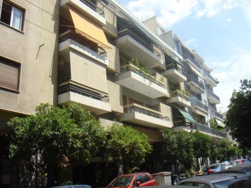 Афины..все балконы в основном покрыты такими шторами