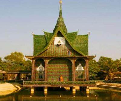 Wat Pa Maha Chedio Kaew temple in Bangkok