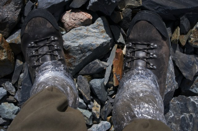 Чтобы снег на набивался в ботинки