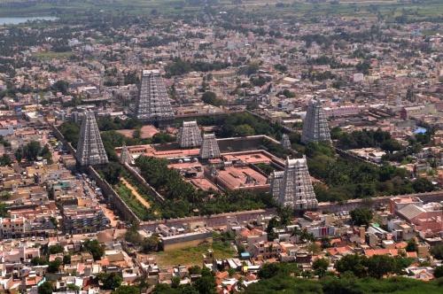 Тируваннамалаи. Вид с горы Аруначала на храм Огненного Шивы