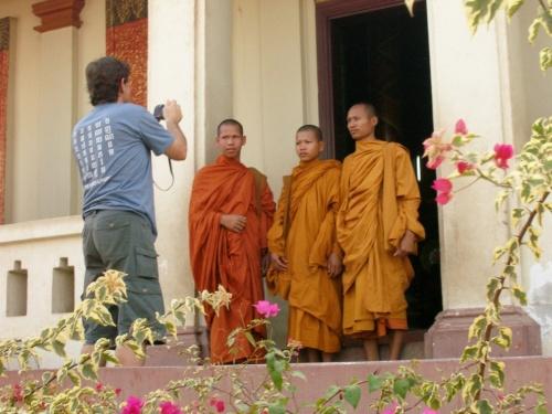 И монахи фотографируются на память...