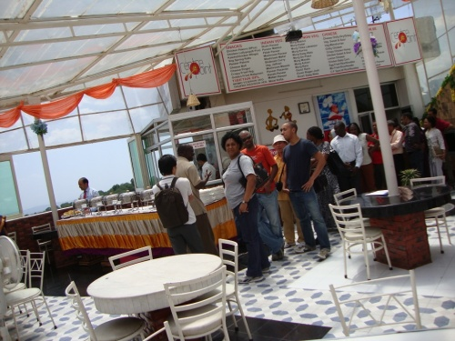 обед в ресторане на крыше отеля в центре