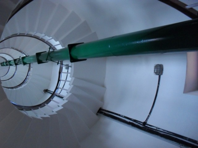 но чтобы попасть туда, нужно подняться вот по такой крутой лестнице