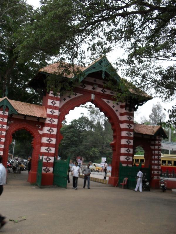 В Индии очень любят арки