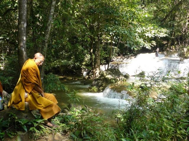 Тот самый монах... Или нет тот? :)