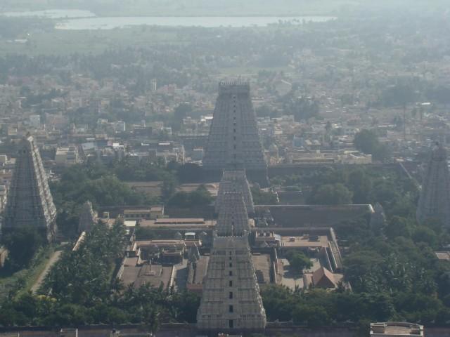 С верху масштаб Аруначалешвара понятнее