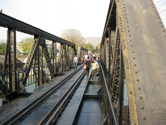 Неадреналиновій мост через реку Квай