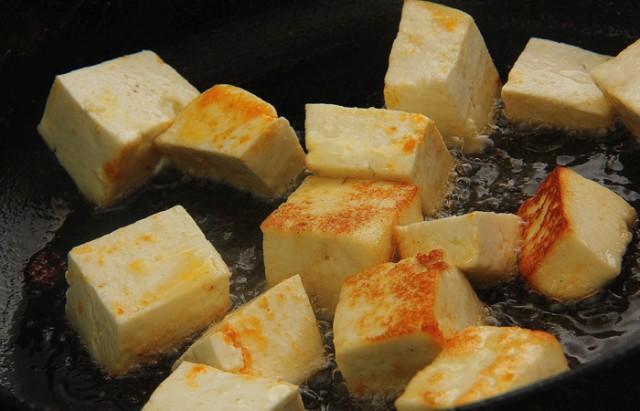 зажариваем панир (сулугуни. адыгейский сыр)