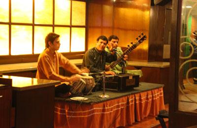 живая традиционная музыка с 8 вечера
