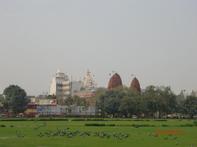 2 и 1 - Белый Хинду-храм, Красный Джайнский Храм
