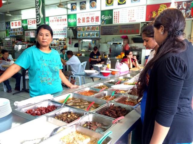 Развалы еды на Petaling street