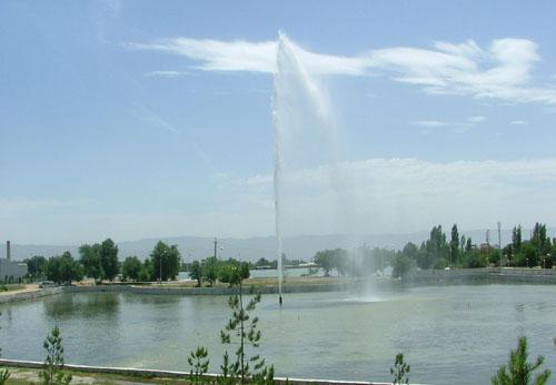 Фонтан на Комсомольском озере.