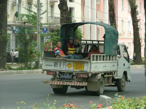Китайцы в Таджикистане..строят дороги