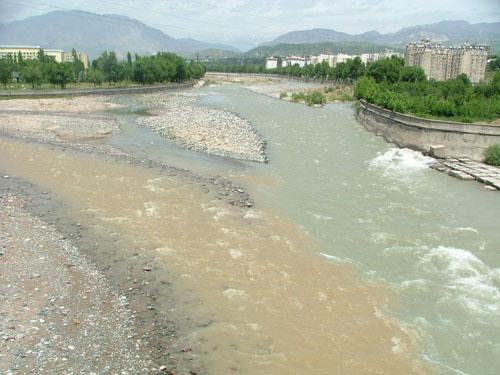Место слияния  реки Душанбинки с речкой Лучоб