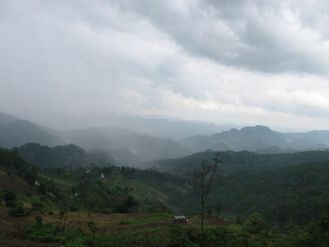 Северные горы под дождем.